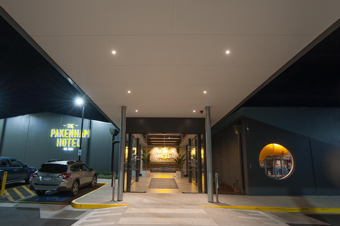 The Pakenham Hotel Macmor Electrical Contractors